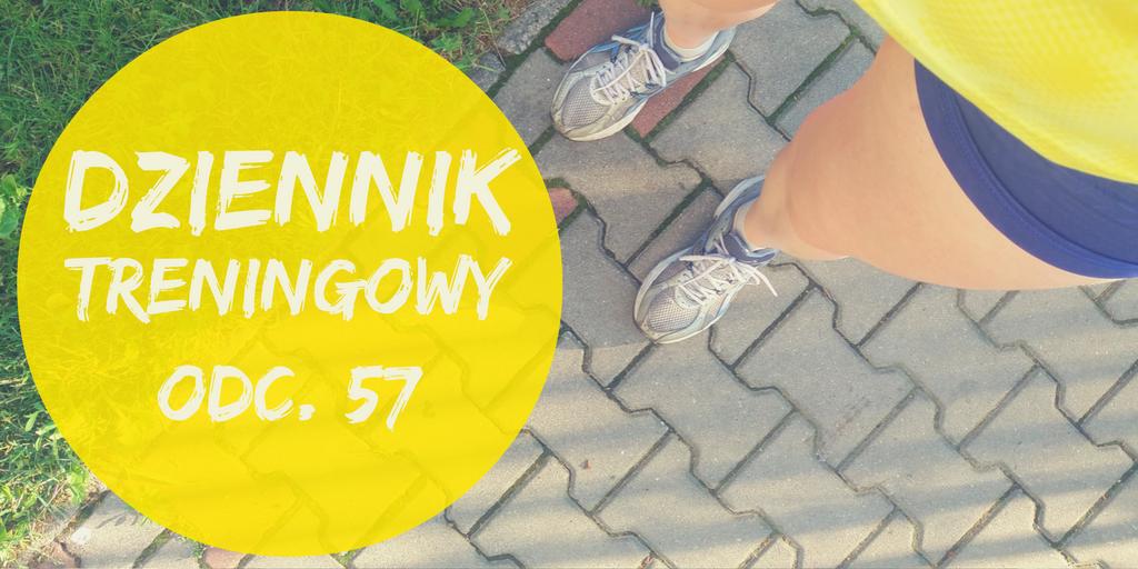 Napis Dziennik treningowy i stopy biegacza