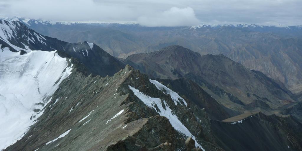 Widok ze szczytu Stok Kangri