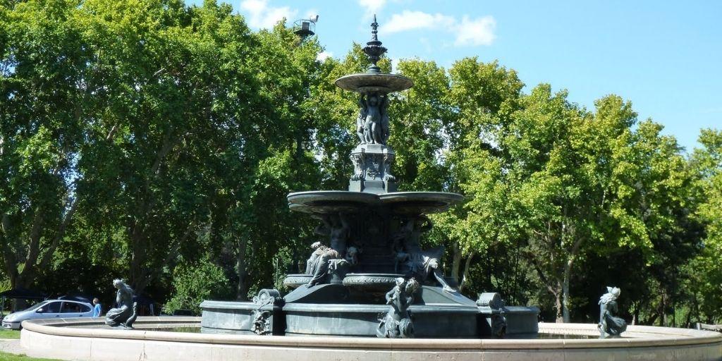 Zwiedzanie w Argentynie park miejski Mendoza